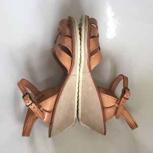 Thom McAn Shoes - Vintage 70's Thom McAn tan wedge sandal size 8